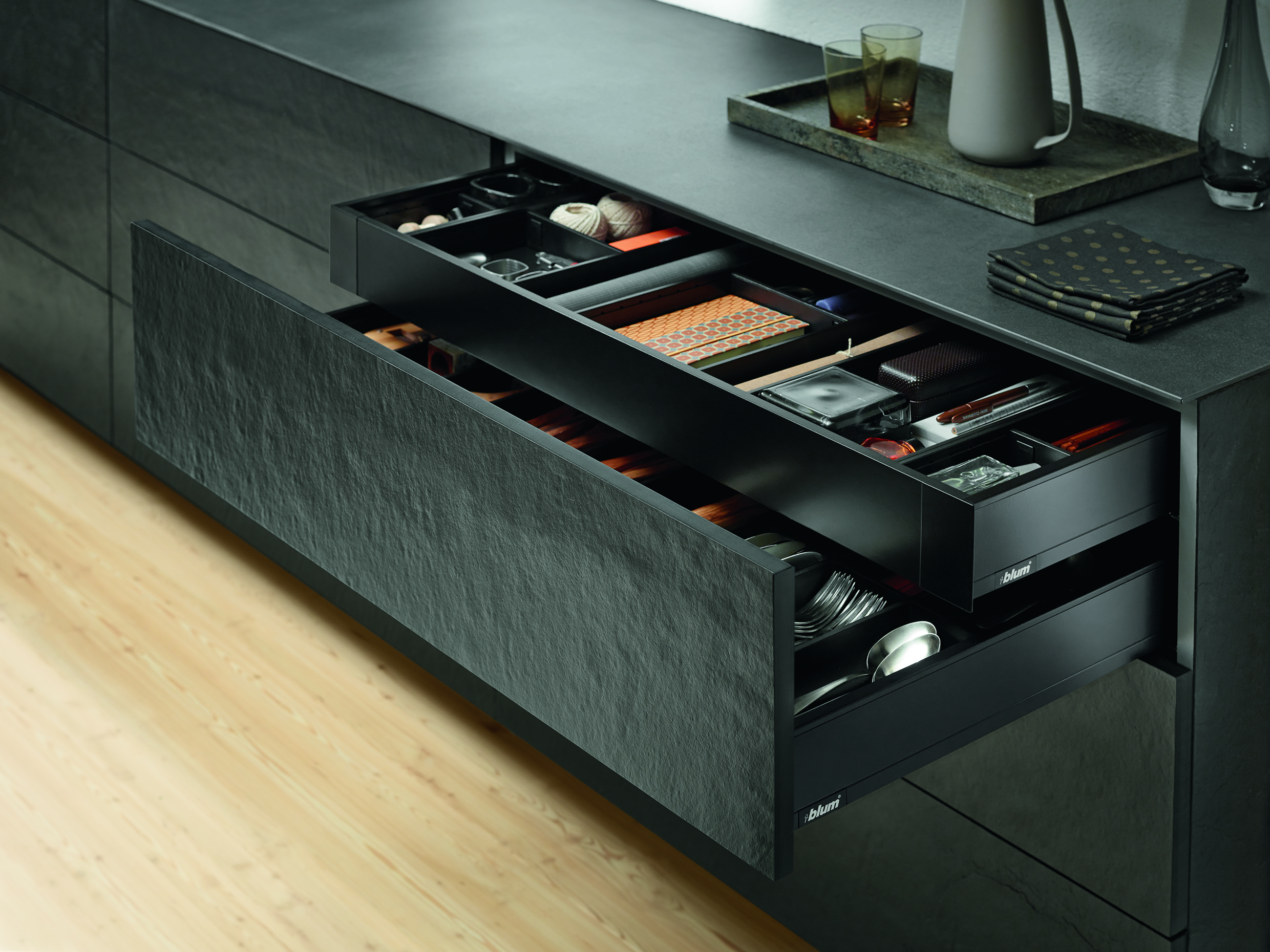 LEGRABOX terra black with inner drawer